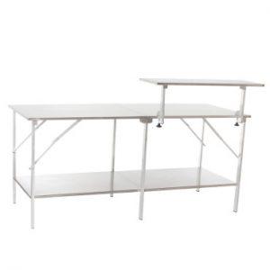 Tisch mit einem Aufsetzplateau